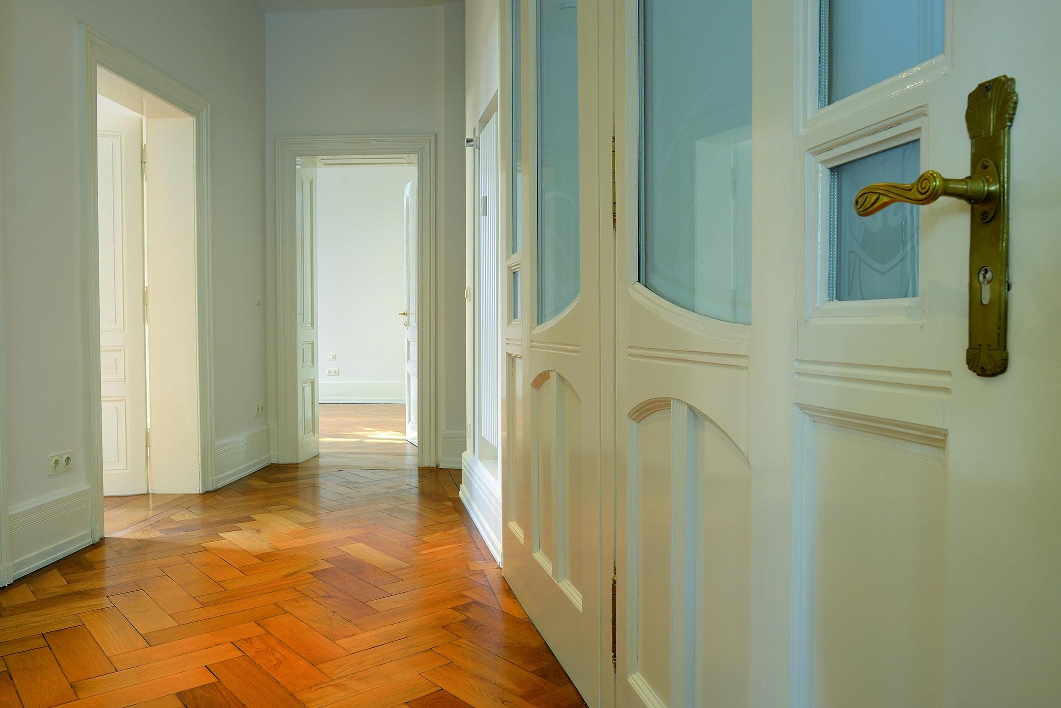 Geben Sie die Suche nach einem passenden Mieter in kompetente Hände. Für Sie als Vermieter übernehmen wir die Vermietung Ihrer Immobilie im Full-Service.